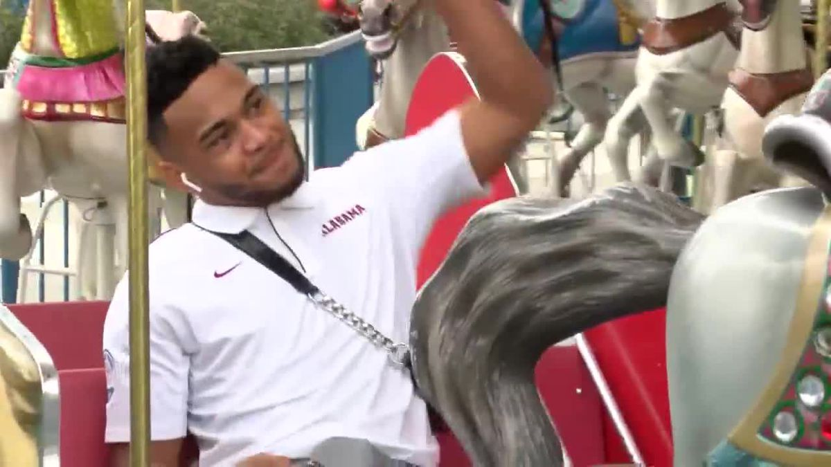 Crimson Tide's trip to an amusement park in Orlando (Source: WBRC)