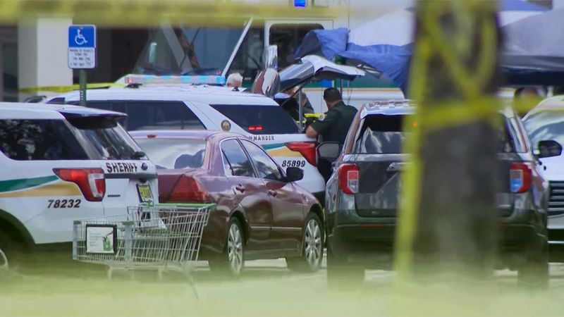 Police respond to a fatal shooting inside a Royal West Palm Beach, Fla., Publix on Thursday.