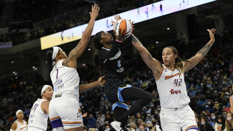 Chicago Sky's Kahleah Copper (2) goes up to shoot the basketball against Phoenix Mercury's...