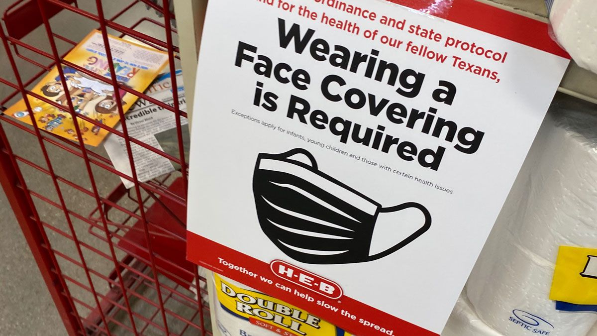 The San Antonio-based grocery chain has already implemented the requirement in communities where face masks orders are in place. (Photo by Brandon Hamilton)