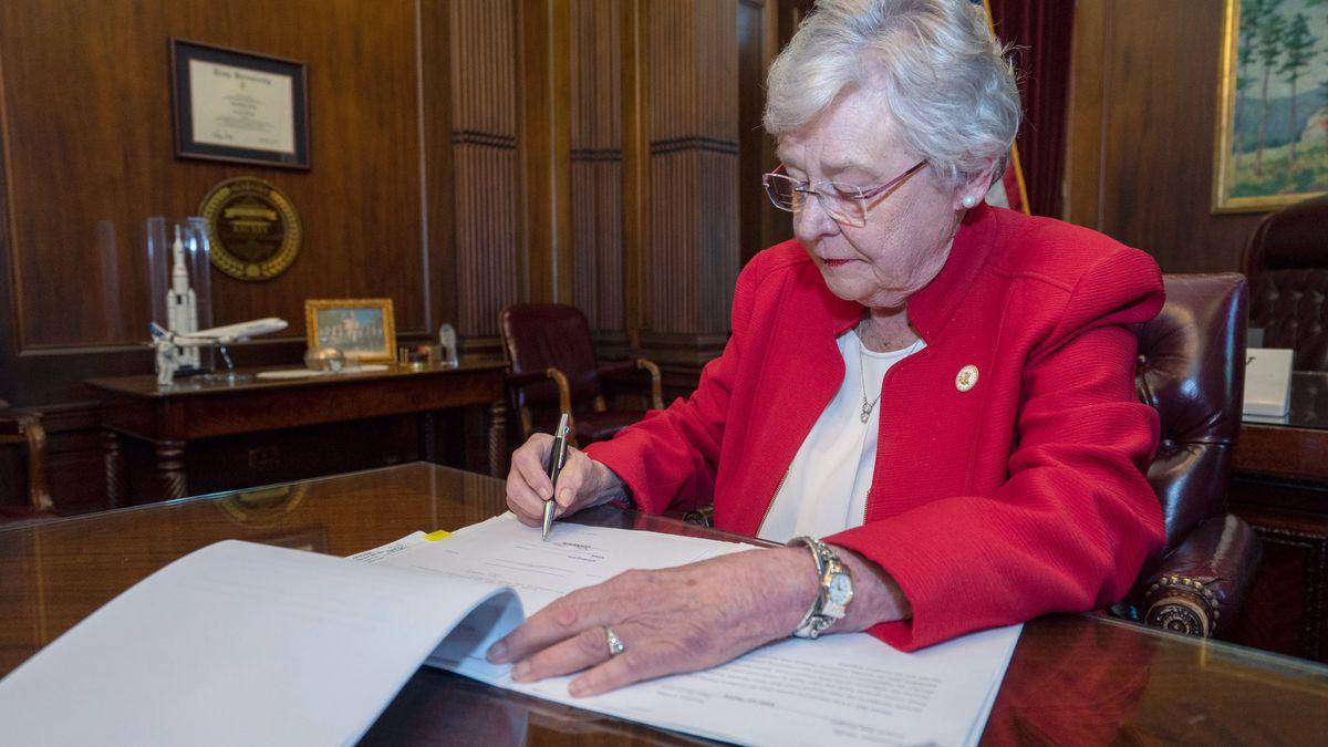 Alabama Governor Kay Ivey signs Alabama Human Life Protection Act bill May 15, 2019.  (Source: Alabama Governor Kay Ivey)