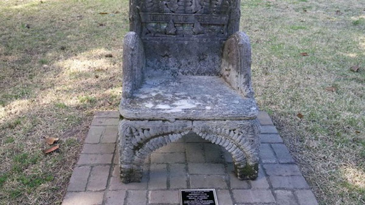 Stolen Confederate chair monument back in place -- with glue