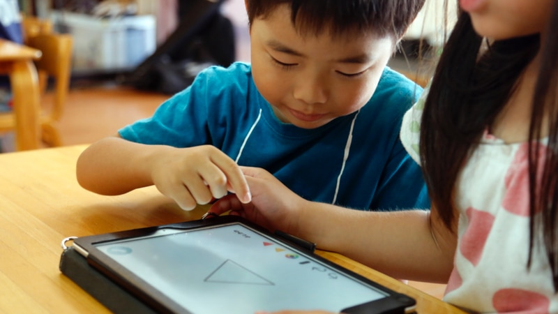Cutting down on kids screen time this summer following the pandemic