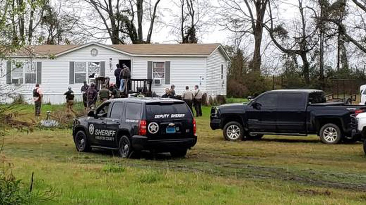 Slocomb Police, state troopers and deputies from Geneva and Houston County surrounded the home. (Source: Rickey Stokes News)