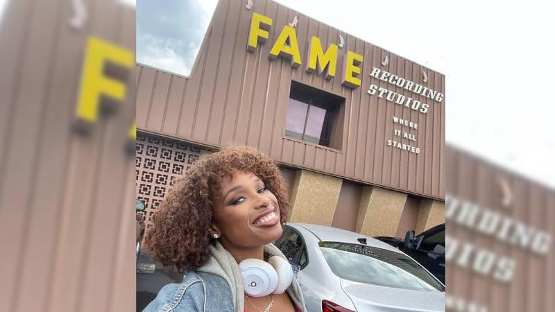 Jennifer Hudson outside of FAME Recording Studios in Muscle Shoals