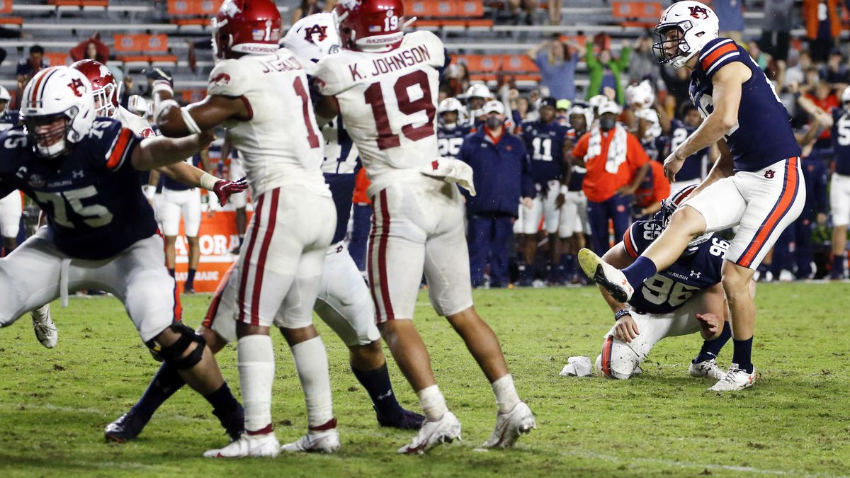 Auburn's Anders Carlson (26) kicks the go-ahead field goal against Arkansas during the second...
