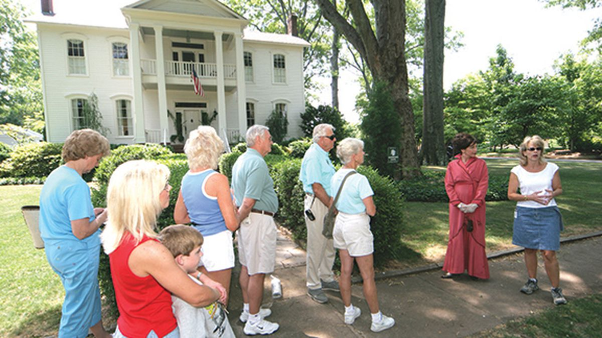 Alabama, Decatur, Saturday Walking Tour, guide, group, historic home,