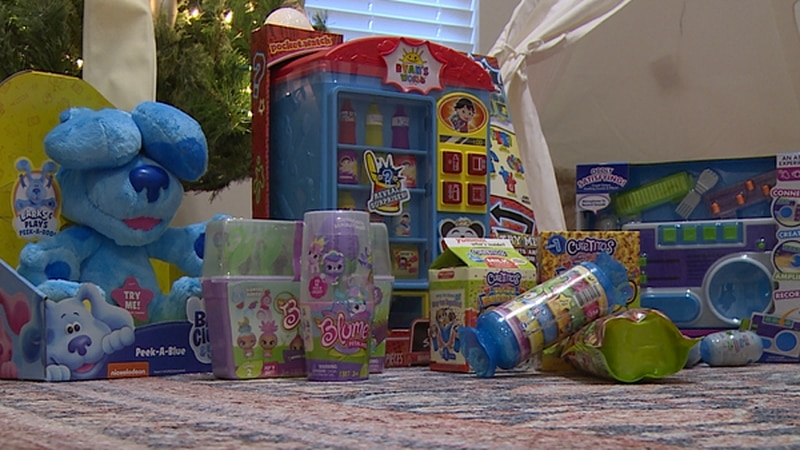 Chipley's girl basketball players are collecting toys for kids in need.