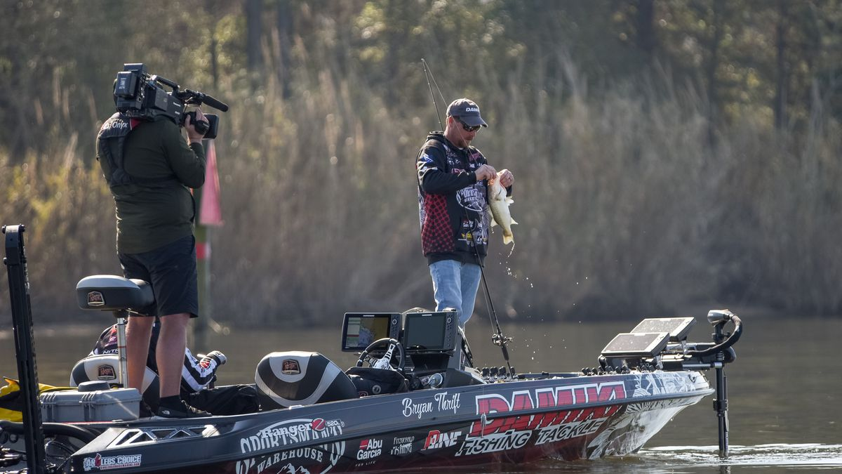 Thrift cruises to knockout round win at redcrest 2021