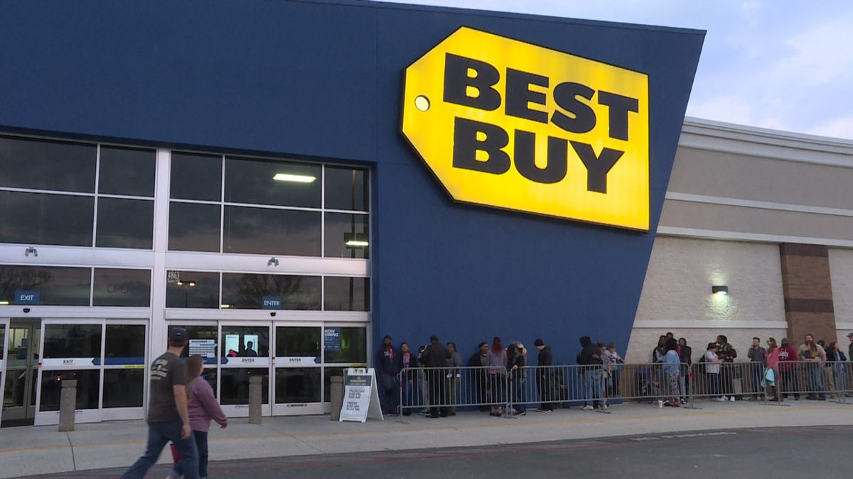 Black Friday shoppers get headstart on Thanksgiving Day