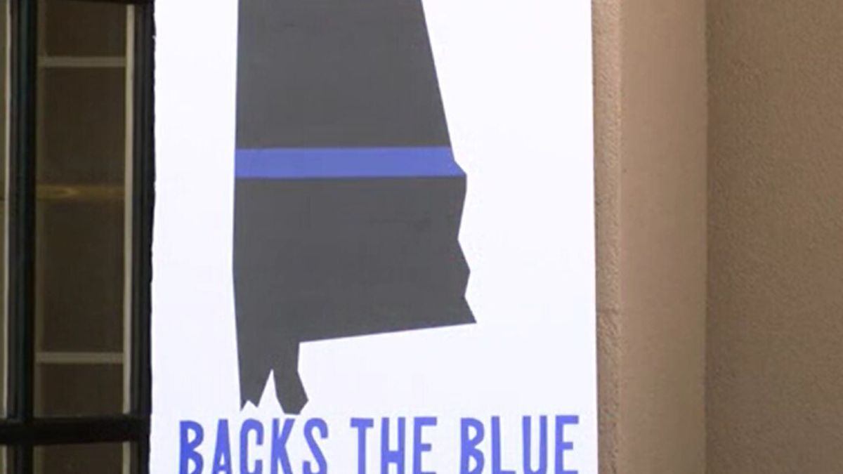 Supporters Hold Back the Blue Rally in Wetumpka