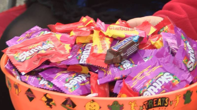1,500 people come out for trunk-or-treat. (Source: WALB)