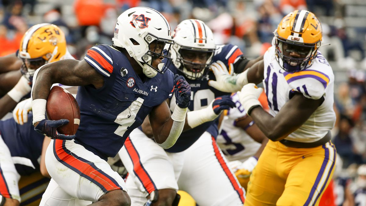 Auburn running back Tank Bigsby (4) carries the ball during the second quarter of an NCAA...
