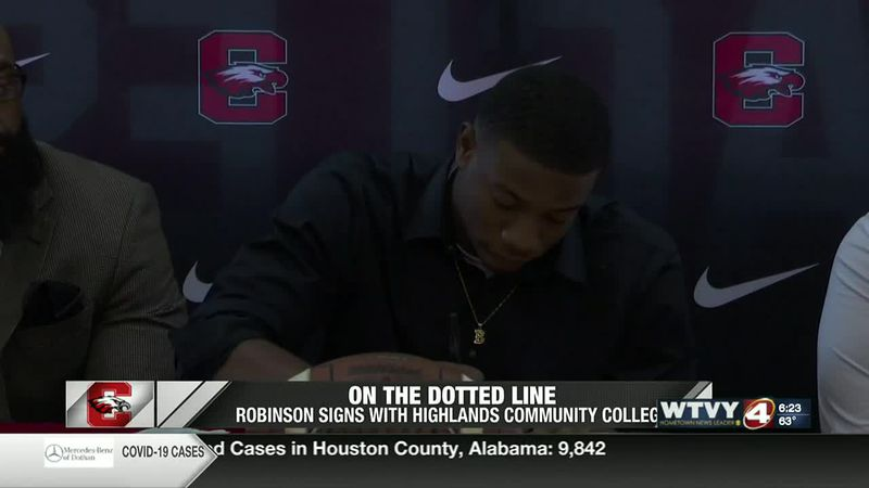 On the dotted line: Brandon Robinson signs with Highlands Community College