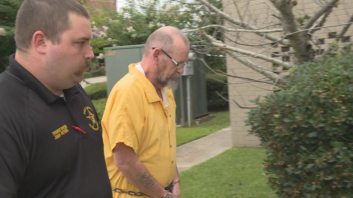 Jeff Beasley walks into the Dale County Courthouse on  July 6, 2020.