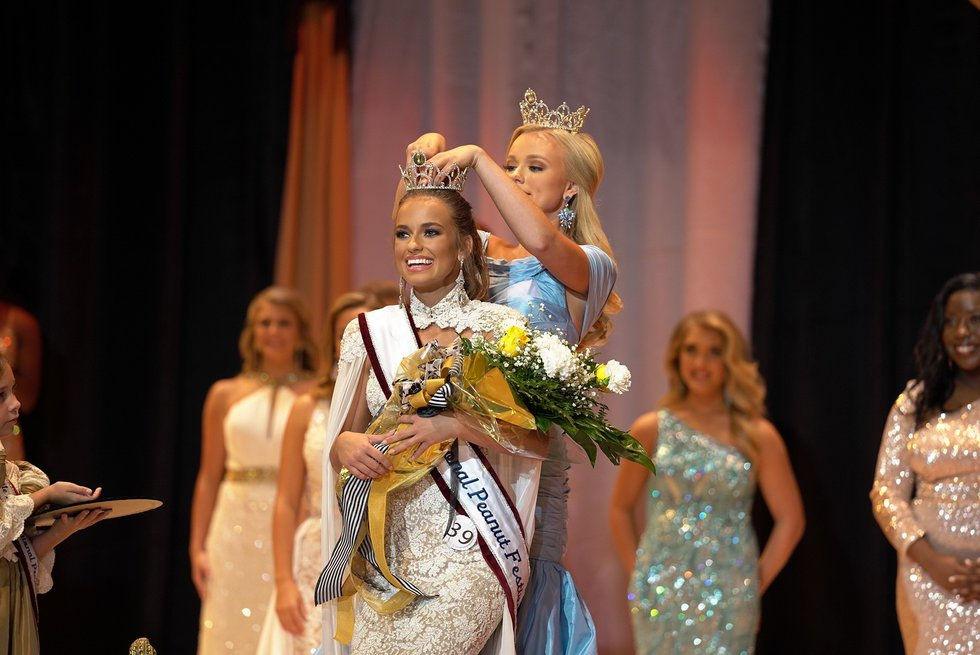 Miss Wicksburg, Lydia Paulson was crowned at the 2021 Miss National Peanut Festival.