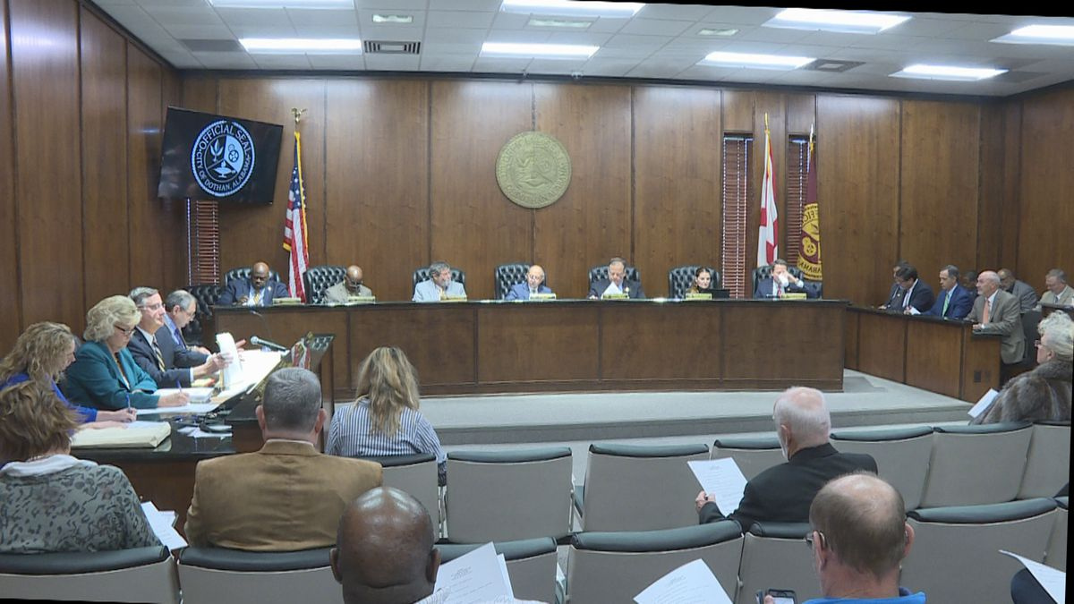 Dothan city commissioners vote to hire attorneys and other experts in data breach investigation.  Photo from December 3, 2019.