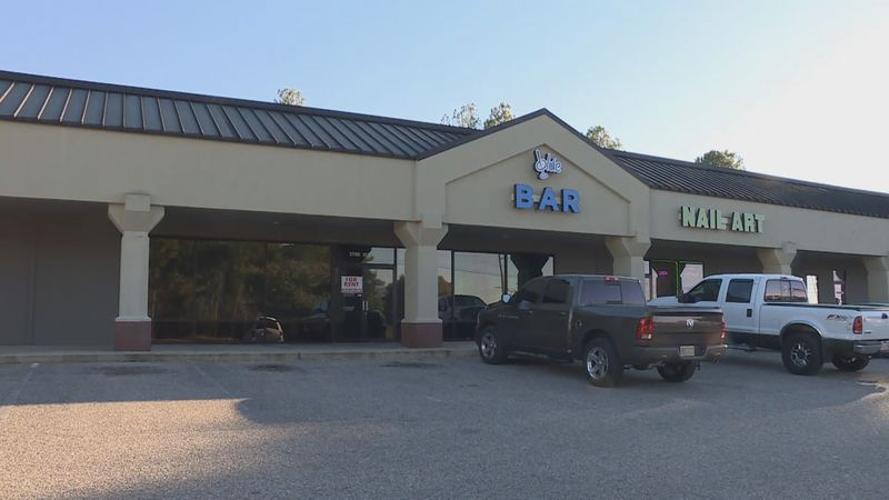 Blue Bar closes its doors as city of Dothan prepared to revoke it's license to sell alcohol....